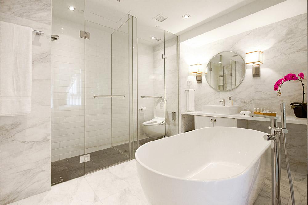 Suite Explorer Bathroom